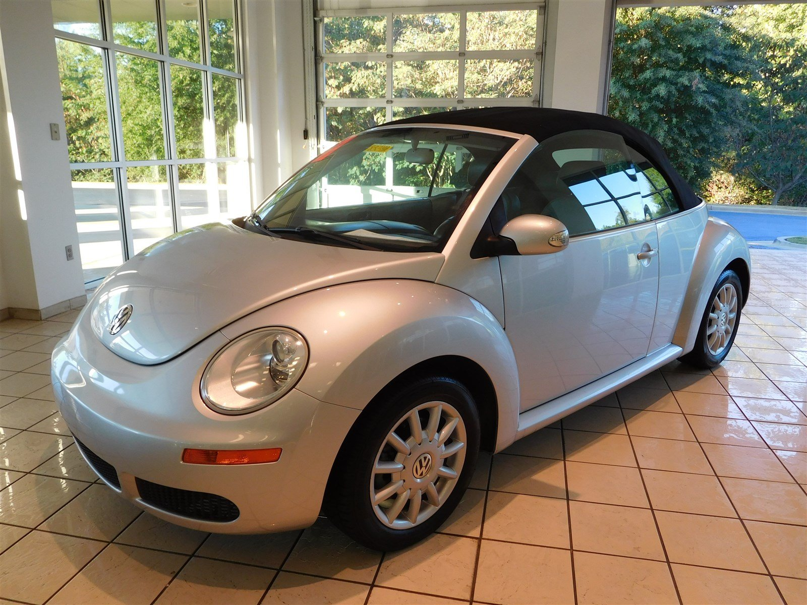 pre owned 2006 volkswagen new beetle convertible convertible in columbus 8334a butler auto group. Black Bedroom Furniture Sets. Home Design Ideas